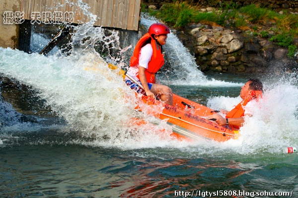 千岛湖九龙溪漂流自凤翔村到显后村全程3.88公里,快乐行程约2小时.