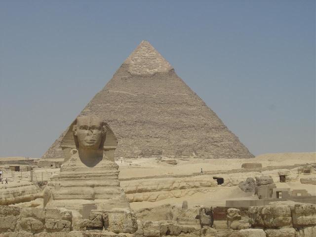 """谈到金字塔,大家首先想到的就是埃及的胡夫金字塔,还有就是可怕的传销团队中的""""金字塔""""式架构。 仔细想想,在现实生活当中""""金字塔""""式结构并非只有在传销团队里存在,""""金字塔""""充满整个社会生活当中,在所有的国家,所有的机构基本上都存在金字塔。比如一个公司,总经理,副总经理,总监,经理,主管,职员,学徒。从上到下明显也是一个金字塔的结构。其他单位也都大同小异,为什么一说到金字塔就联想到传销呢? 从这个角度来看,""""金字塔&rdqu"""