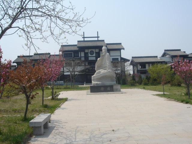 琅琊台,位于青岛胶南市西南部,拥有秀丽的自然风光和丰富的人文景观.