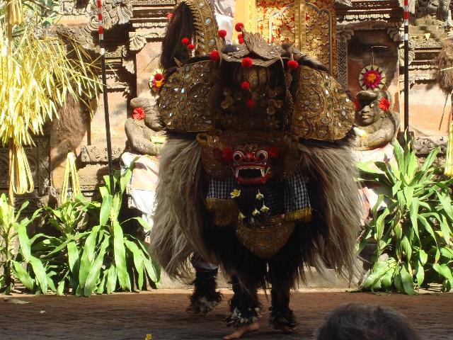 下午去乌布商业区逛街,路过巴厘岛以前的大皇宫