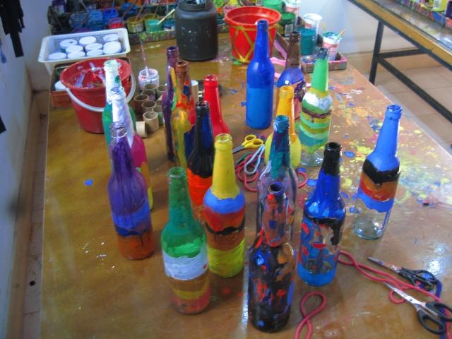 用丙烯颜料装饰瓶子图片