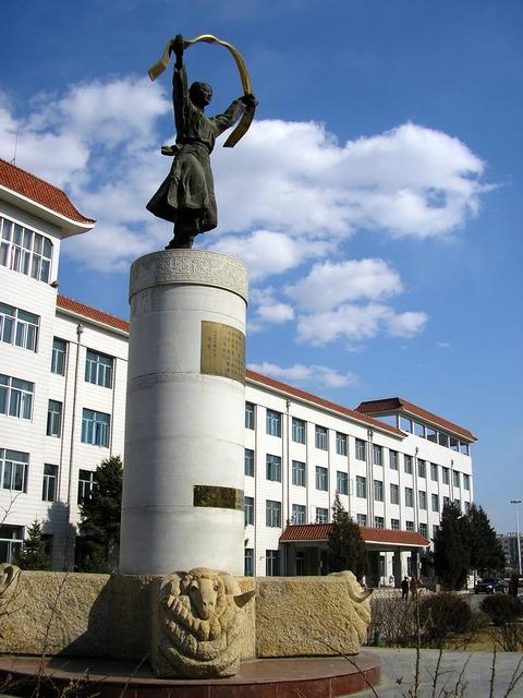 蒙古族姑娘献哈达的雕塑