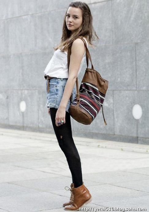 丝袜欧美性爱_黑色打底裤(或者丝袜)和牛仔短裤是很多女生的最爱,不要搭配单调的
