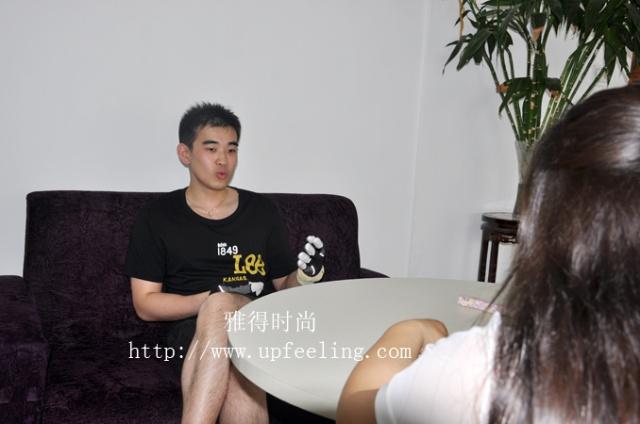 张曦接受《北京纪事》杂志记者专访_男手模特张曦